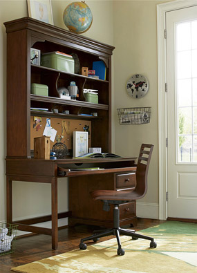 Classics 4.0 Cherry Desk with Hutch