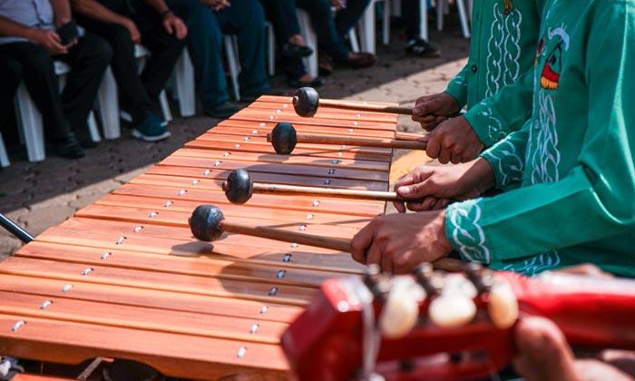 marimba rhythms from wooden piano in masaya nicaragua