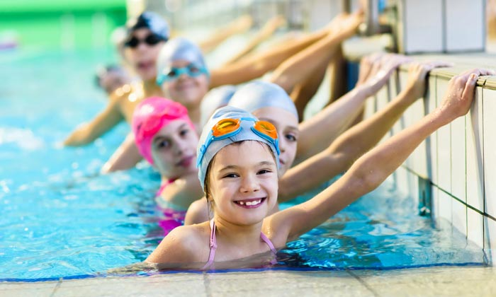 smiling kids in swimming lesson school